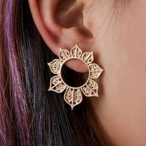 Jewelry - 1 LEFT 🎀3/$23🎀 Gold Boho Hoop Earrings